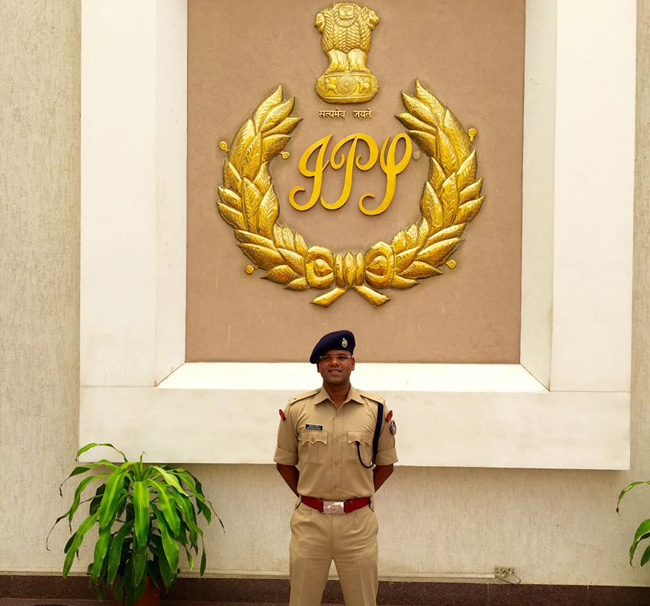 A young IPS officer, who sees opportunity in being posted at